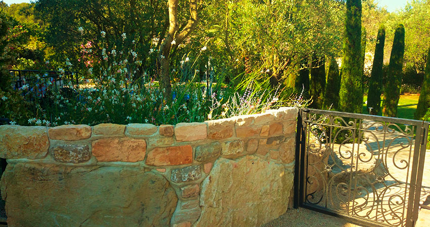 Garden walls & Stonework - Ace of Spades Garden